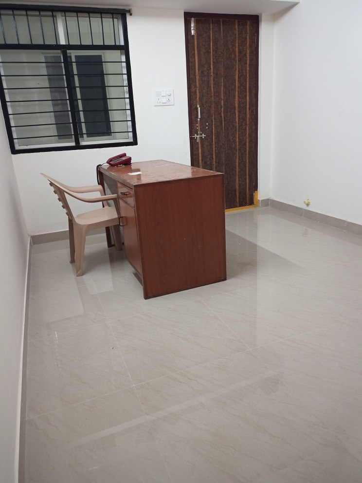 To-Let/1RK/Rs.4,000/- Bachelor-1/Second floor/Lift/Newly constructed/attached/Western/sharing/4 km from Hi Tech City