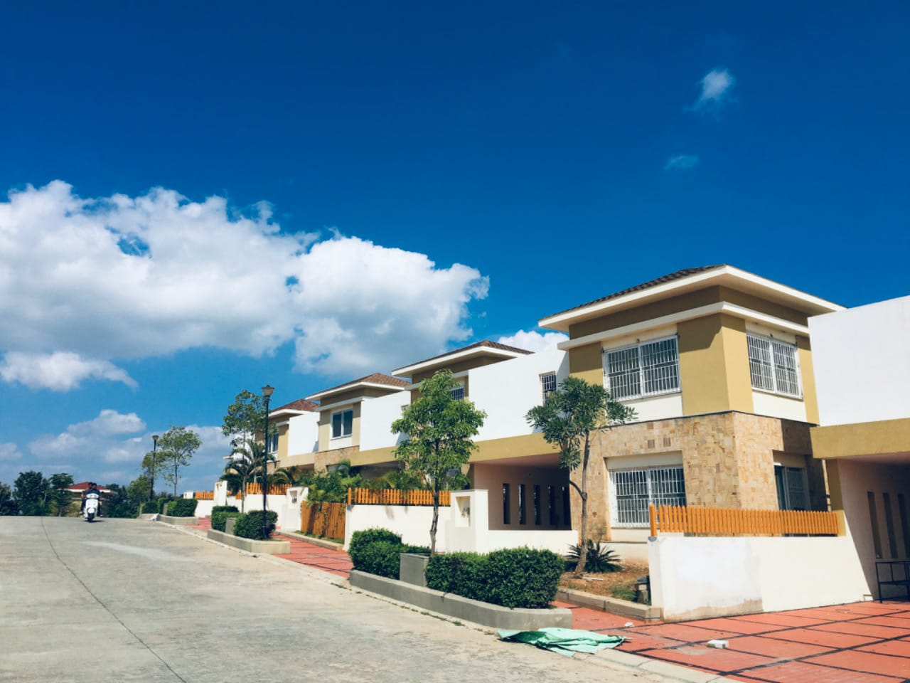 Residential plots , villas and apartment flats